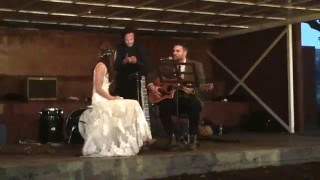 groom surprises bride, sing to her on stage! (she can