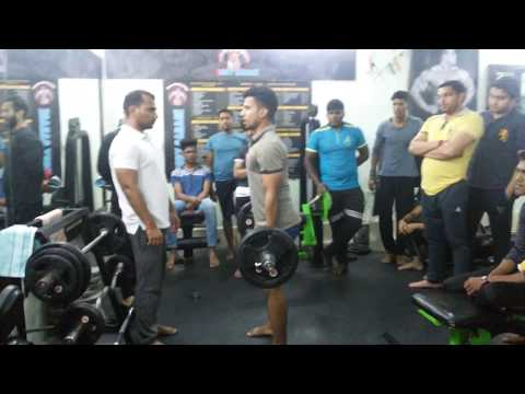 Star body garage gym competition on rd match bicep