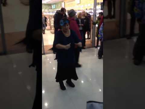 Бабка жжёт Рио в ярославле