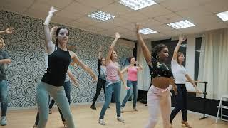Женский стиль от Арианы Гузман Arianna Guzman Куба в клубе Максимум