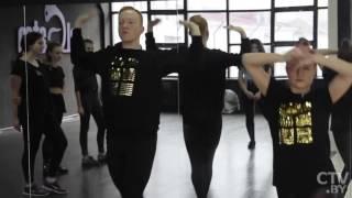 Стиль танца «vogue» – сочетание артистизма, уверенности при манерной походке и грациозности рук