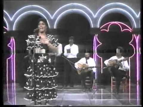 AURORA VARGAS - UNA CANTAORA & EL POLICHINELA ( LAS COPLAS 1987 ).wmv