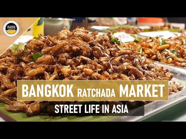 STREET LIFE #8 / Bangkok / Talad Rot Fai / Ratchada Train Market / 21.02.2020