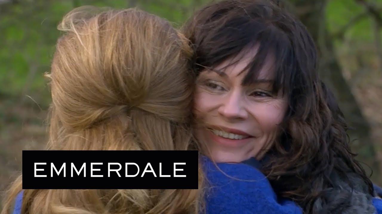 Emmerdale - Chas Reveals She's Pregnant