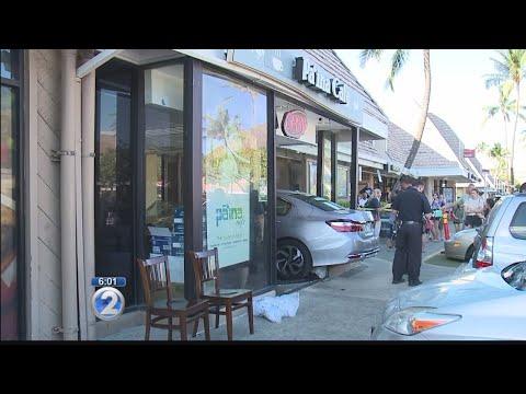 Several injured after car plows into Hawaii Kai restaurant