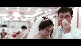 Cô dâu và cha khóc sướt mướt khi chi tay