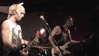 Mtl Crossbones- The Zipper's Going Down (smack Head)