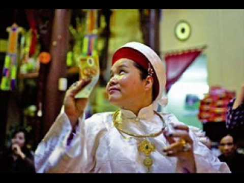 佛聖之音樂: ベトナムの伝統的な音楽:Ông Hoàng Bơ, Hat Chau Van.wmv