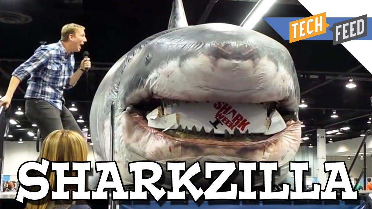Bigger Than Megalodon Shark Toy : Giant megalodon shark crushes justin bieber youtube