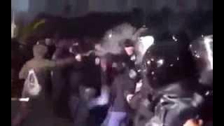 Майдан Вещает - Кровавая потасовка Внимание! Жестокое видео