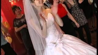 Жених читает Невесте рэп на свадьбе.