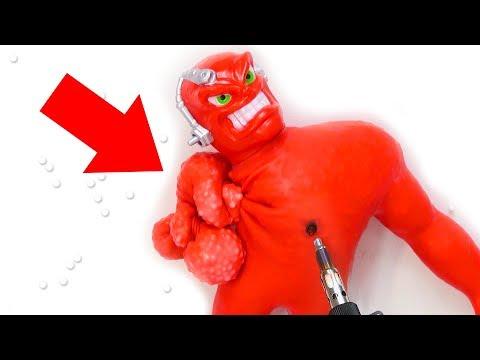 Cuánto resiste el muñeco VAC-MAN   El rival de Mister Músculo o Stretch Armstrong