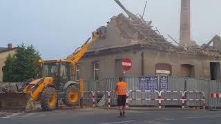 Wyburzanie budynku przy rynku w Gostyniu