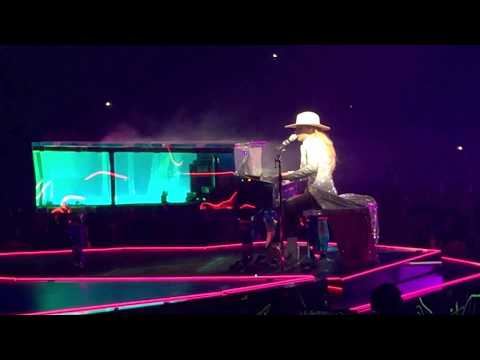 #LadyGaga performs Million Reasons during her stop in #Toronto on her #JoanneWorldTour (09.06.2017)