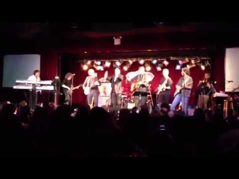 Peter Tork & Micky Dolenz sing at Davy Jones Memorial