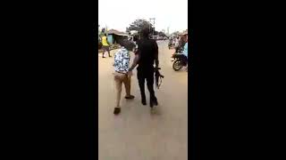 Bold Nigerian Journalist fights a corrupt Nigerian police officer for trying to exploit him