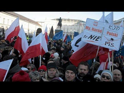 Polonya, Avrupa Birliği Ile Arasındaki Krizi Aşmaya çalışıyor
