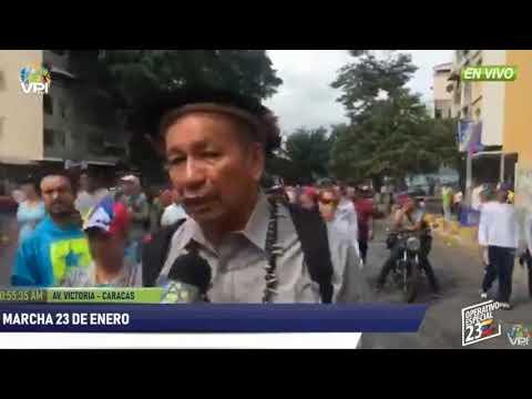 Liborio Guarulla llega a la marcha del 23 de enero