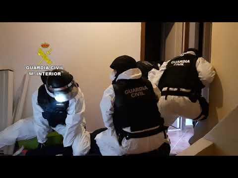 A Garda Civil desarticula un punto de venda de drogas e detén un veciño de Muros