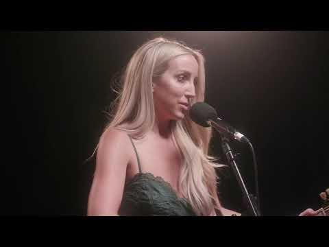 Смотреть клип Ashley Monroe - She Wakes Me Up