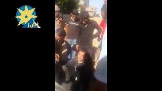 بالفيديو مواطنون  يمسكون بلص مسلح في بالسويس  حاول سرقة منزل