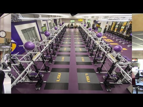 The Wall Street Journal Says Gyms Are Ditching Machines For More Free Weights