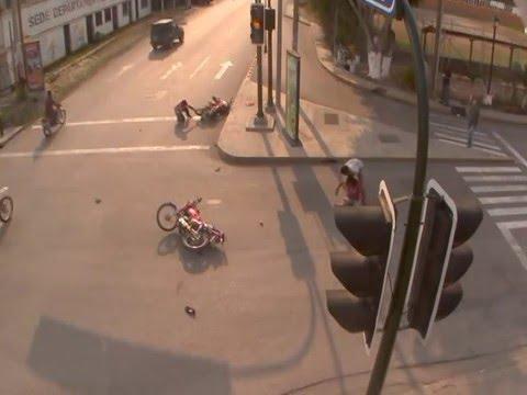 Accidentes de tránsito documentados por cámaras de vigilancia de la PMT-Flores