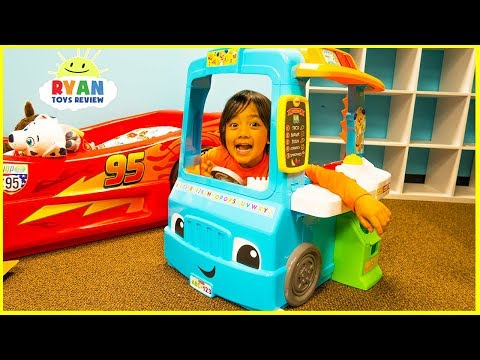 Ryan Pretend Play with Food Cooking Truck and Kitchen Playse