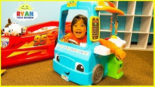 Ryan Pretend Play with Food Cooking Truck and Kitchen Playset
