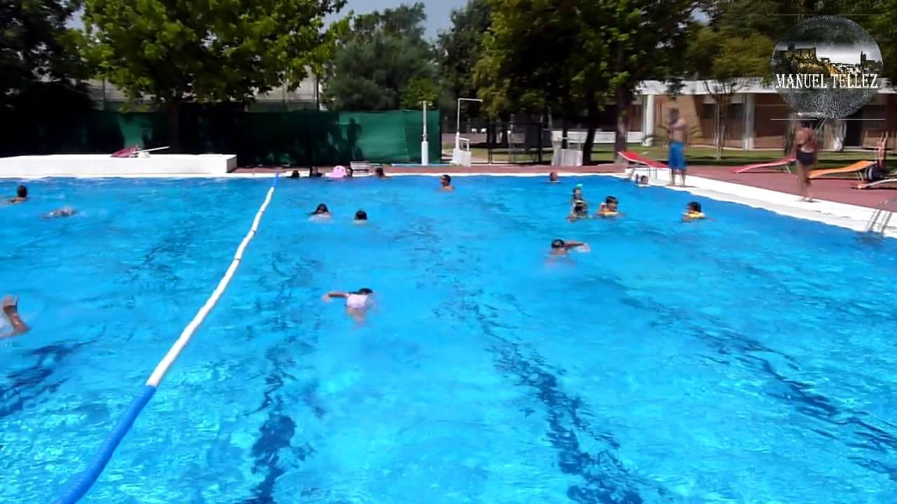 Cursos de nataci n piscina club deportivo el santiscal de for Piscina de natacion