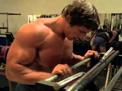 Arnold Schwarzenegger Treinando Na Academia