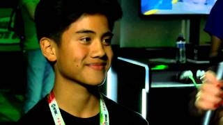 kid goes crazy after winning an xbox one at comic con