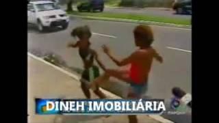KUNG FU DE RUA BRIGA ENTRE MORADORA DE RUA