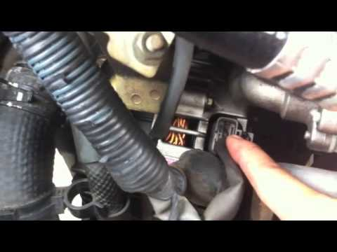 how to replace the alternator on 2003 nissan altima 35L  alternatoe replacement  YouTube