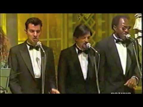 Squadra italia una vecchia canzone italiana sanremo - Federico salvatore sulla porta ...