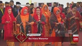 Gambar cover Tersipu Malu, Ibu Negara Iriana Manortor di Depan Jokowi