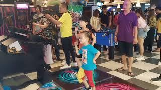 Hai anh em chơi tại Vạn Hạnh Mall -  20200101