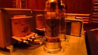 видео Самодельный усилитель на лампах 6Ф5П, схематика и особенности.