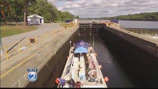 Hokulea and crew hunker down on Hudson River as Hurricane Matthew looms