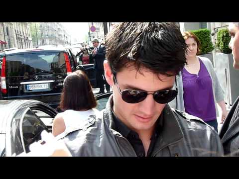 James Lafferty in Paris (22.04.09).