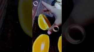 Я ем апельсин и йогурт
