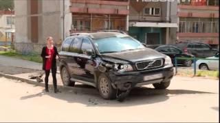 Двор на Сортировке этой ночью стал полем битвы(На Сортировке полицейский за рулем внедорожника взял на таран 9 иномарок Жертв ударного паркинга могло..., 2015-05-12T16:00:56.000Z)