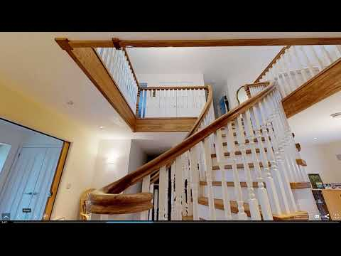 WoodenStairs - Bespoke curved solid Oak staircase with under-stair storage