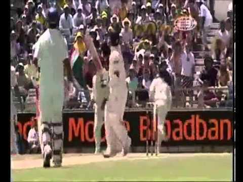 Sachin Tendulkar invents a new shot off Brett Lee