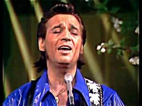 """Waylon Jennings """"Loving Her Was Easier"""" live in 1971"""