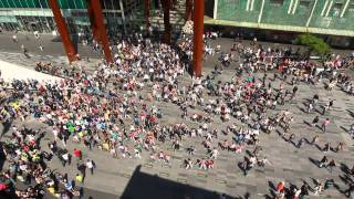 Download lagu Waka Waka Biggest flashmob in the Netherlands