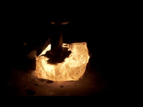 Quartz crystals EXPLODING with LIGHT (Triboluminescence / Blackbody Radiation)