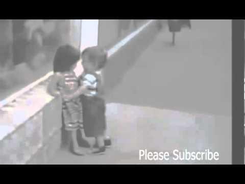 Video Bayi Lucu - Masih Kecil Maksa Ciuman, Gimana Besarnya?