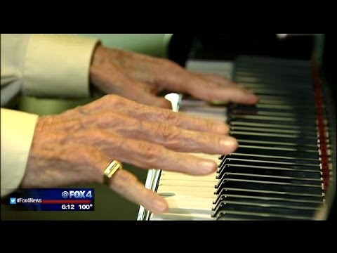 Piano-playing Dallas hospital patient with Parkinson's inspires others