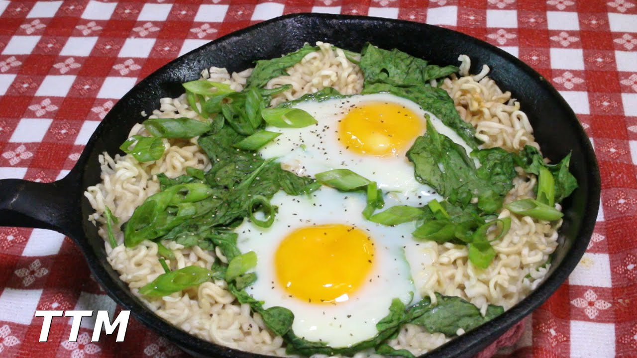 How to Make Ramen Noodles with Spinach and Eggs in the ...